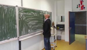 Stefan Herrmann an der Tafel