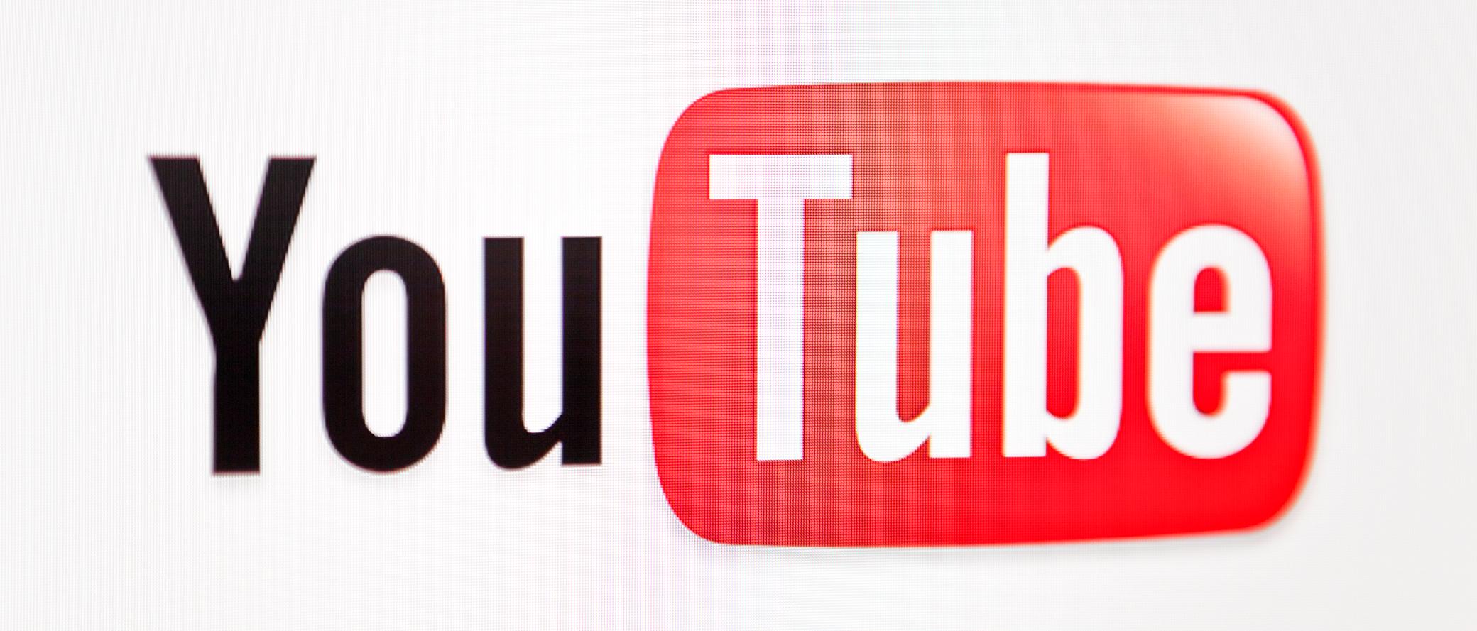 YouTube-Logo auf einem Bildschirm